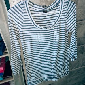 Tops - Basic striped top💙